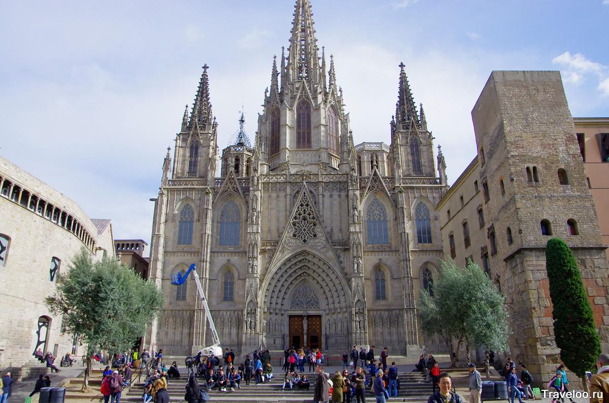 Собор Святого креста в Барселоне